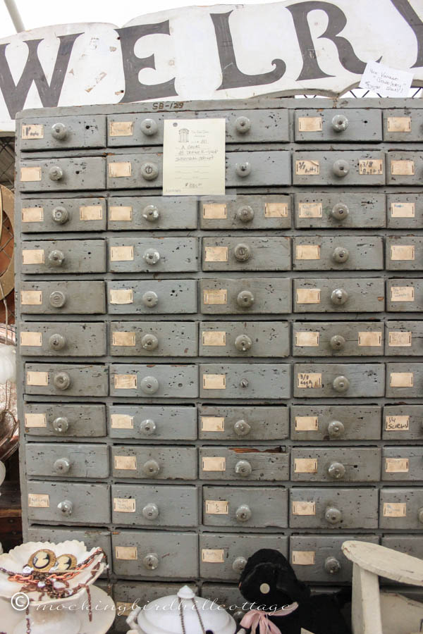 CL-lots of drawers