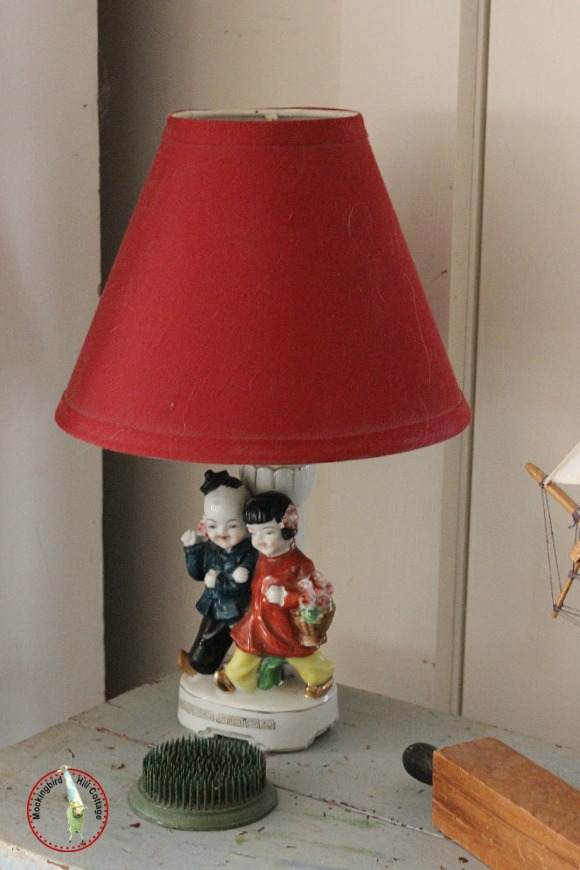 livingroomredlamp