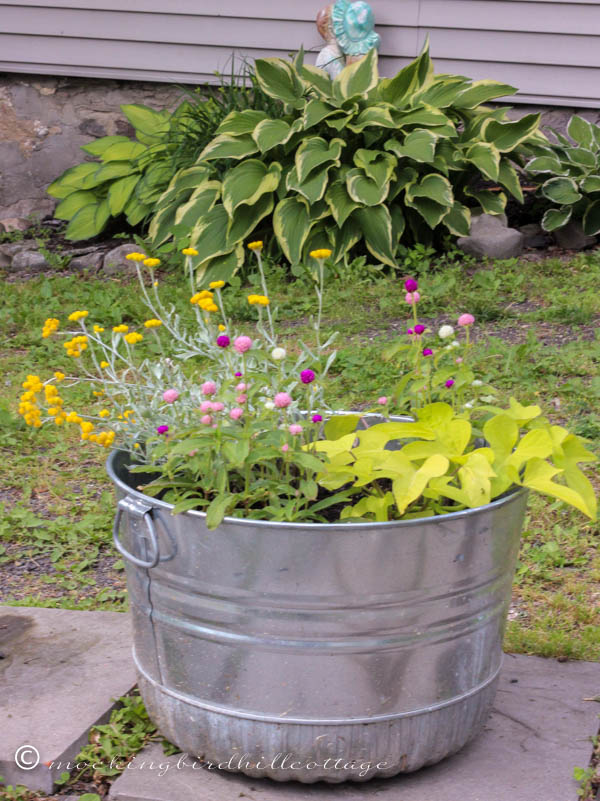 funky-patio-galvanized-tub