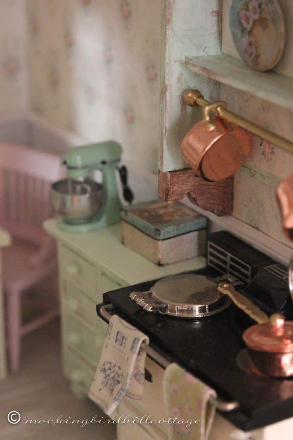 SUNDAY kitchen tin