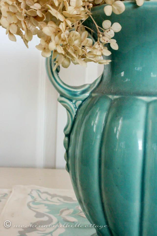 4-18 aqua vase detail