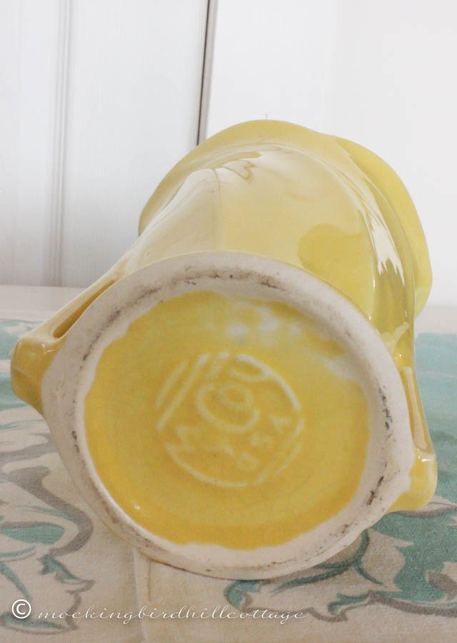 4-22 yellow vase mark