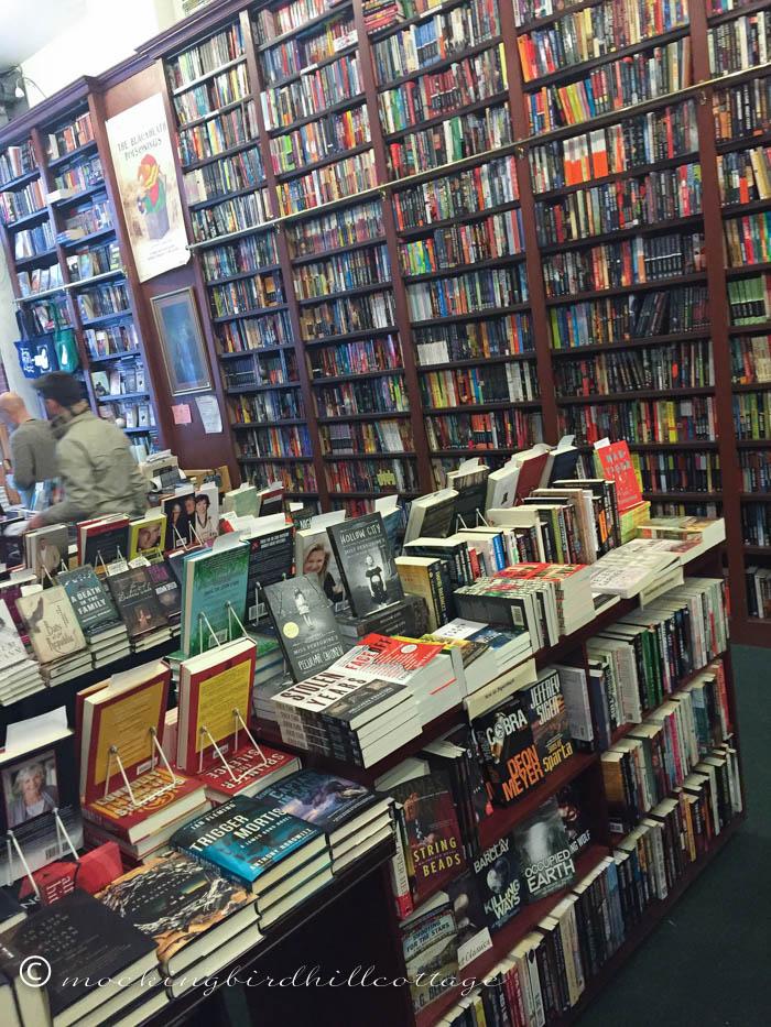 12-22 mysterious bookshop2
