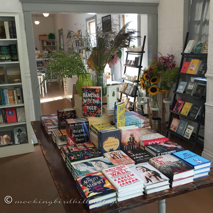 9-6 bookstore