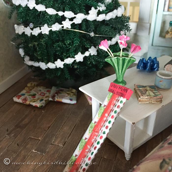 11-28-presentswrappingpaper